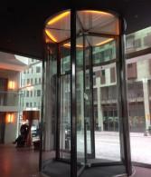 glazen tourniquet deuren hotelentree